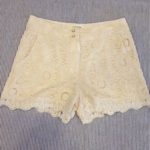 Monteau Los Angeles Size M Ivory Lace shorts